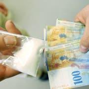 Der Mann wollte sein Gehalt mit dem Dealen aufbessern und verkaufte über 300 Gramm Heroin. (Bild: Tagblatt/Archiv)