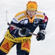 Carl Klingberg von Zug beim Eishockey Meisterschaftsspiel in der Qualifikation der National League zwischen dem EV Zug und den SCL Tigers vom Freitag, 19. Oktober 2018 in Zug. (Bild: Keystone/Urs Flüeler)