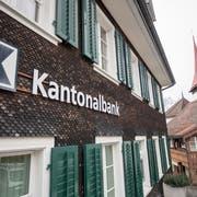 In der UKB-Filiale in Bürglen sollen bald keine Angestellten mehr arbeiten. So sieht es die Strategie der Bank vor, die seither für viel Kritik sorgte. (Bild: Keystone / Urs Flüeler, 1. Februar 2019)