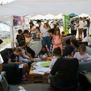 Eine der Aktivitäten ausserhalb des Jugendtreffs: der OJA-Stand am Flawiler Herbstmarkt. (Bild: PD)