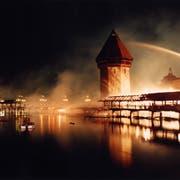 Die Kapellbrücke im Vollbrand: Dieses Bild ging um die Welt. (KEYSTONE/Ruth Tischler)