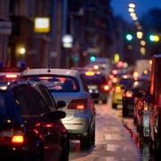 Der Ständerat nimmt auch den Verkehr ins Visier. (KEYSTONE/Martin Ruetschi)