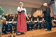 Bei Melodien aus dem Singspiel «Im weissen Rössl» steht Andrea Schlegel als Sängerin auf der Bühne. (Bild: Adi Lippuner)