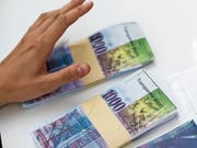 In Schwyz sollen grosszügige Polit-Spenden künftig offengelegt werden müssen. (Bild: A. Della Valle/Keystone)