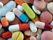 Die Heilmittelbehörde Swissmedic beaufsichtigt Pharmafirmen und ist für die Zulassung von Medikamenten zuständig. (Bild: Symbolbild: Matthias Hiekel/DPA)