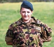 Die 19-jährige Jasmin Herzog kann ihrer bisherigen Zeit in der Schweizer Armee praktisch nur Positives abgewinnen, darum hat sie sich entschlossen, weiterzumachen. (Bild: PD)