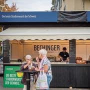 Am Dachrand zensuriert, im Stand erlaubt: Bechinger-Schriftzug am Olma-Herbstmarkt. (Bild: Urs Bucher)