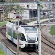 Der Bahnhof Bruggen verfügt heute nicht einmal über einen Halbstundentakt. (Bild: Urs Jaudas/6. Mai 2013)