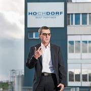 Im Gegenwind: Daniel Suter vor dem Firmenhauptsitz. (Bild: Eveline Beerkircher, Hochdorf, 13. März 2019)