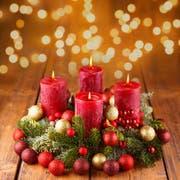 In der Adventszeit zündet man traditionellerweise einen Adventskranz an. (Bild: Fotolia)
