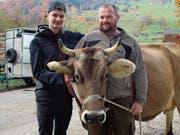 Wendel Odermatt, Wolfenschiessen, mit seinem Sohn Linus und der Kuh Eule. (Bilder: Marion Wannemacher (9. November 2018))