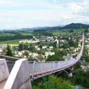 So könnte die Brücke zwischen Bichwil und Oberuzwil aussehen. Sie soll die Region um eine Attraktion reicher machen. (Visualisierung: PD)