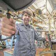 Heimo Haas arbeitet schon seit über 40 Jahren als Maschinist für die SGV. Im Mai geht er in Pension. (Bild: Pius Amrein, Luzern 5. Oktober 2018)
