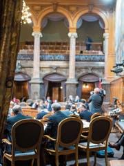 Wer im Ständerat sitzt, hat die Möglichkeit, bezahlte Mandate anzunehmen. (Bild: Alessandro della Valle/Keystone, Bern, 2017)