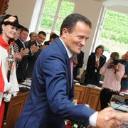 Peter Wälti (CVP, Giswil) wird zum neuen Präsidenten des Kantonsrats Obwalden gewählt – auf unserem Bild gratuliert ihm Regierungsrat Josef Hess. (Bilder: Markus von Rotz (Sarnen, 29. Juni 2018))