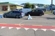 Die Unfallstelle auf der Verzweigung Zürcher- und Hafnersbergstrasse mit einem der beteiligten Autos. (Bild: Stadtpolizei St.Gallen - 20. Juni 2019)