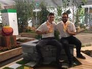 Die Gärtner Fabian Hodel (links) aus Oberkirch und Mario Enz aus Giswil (beide 21) haben die Goldmedaille gewonnen. (Bild: pd)