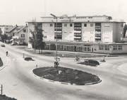 Nach der Fertigstellung der Überbauung Zürcherhof beim Talbachkreisel zog die damalige PTT im Erdgeschoss ein. (Bild: PD/Angelus Hux (im Oktober 1964))