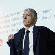 Kommt er wieder, oder geht er? Bundesanwalt Michael Lauber im letzten November an einer Pressekonferenz in Bern. (KEYSTONE/Peter Schneider)