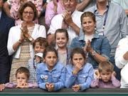 Betretene Gesichter in der Box von Roger Federer nach dem dramatisch verlorenen Wimbledon-Final. Auch bei seinen vier Kindern. (Bild: Keystone)