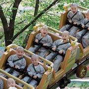 Eine Achterbahnfahrt, die ist lustig... Ein Bild aus einem Vergnügungspark in Südkorea. (Bild: Lee Jin-Man/AP, Yongin, 2. Mai 2019)