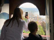 Ganz oben im Wachtturm befindet sich die Feuerglocke. Vom Glockentürmchen lassen sich schöne Panoramabilder schiessen. (Bild: Linda Leuenberger)