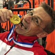 Urs Kern mit seiner Goldmedaille. (Bild: PD)