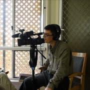 Fabian Biasio bei den Dreharbeiten für seinen Film «Sub Jayega», hier in einem Hospiz in Australien. Bilder pd