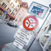 Es ist bald vorbei: Die Tafeln auf dem Boulevard verschwinden wieder. (Bild: Andrea Stalder, 16. Oktober 2018)