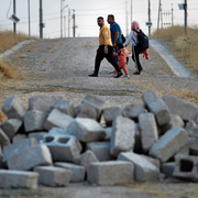 Vertrieben von Erdogan: Syrische Binnenflüchtlinge auf dem Weg ins Flüchtlingslager Bardarash. (Bild: Hussein Malla/ap, 17. Oktober 2019)