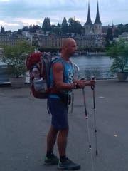 Daniel Jan am Dienstag Morgen bei seiner Ankunft auf dem Europaplatz in Luzern. (Bild: PD)