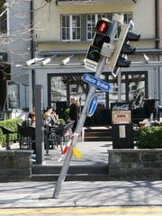 Vor fünf Jahren: das schräge Lichtsignal vor dem Café Neugass. (Reto Voneschen - 9. April 2014)