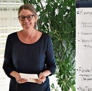 Marianne Burger Studer im Lehrerzimmer des Schulhauses Neudorf: Dass es im Gebäude kein Sitzungszimmer gibt, ist ihr ein Dorn im Auge. Bild: Timon Kobelt