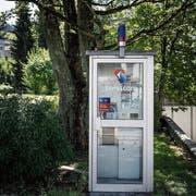 Kreative Umnutzung: Der Quartierverein St.Fiden-Neudorf sähe in dieser Telefonkabine an der Rehetobelstrasse 30 gern eine kleine Bücherei. (Bild: Michel Canonica)