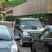 Der Parkplatz vor der Dreifachturnhalle in Sarnen. (Bild: Dominik Wunderli, 25. April 2019)