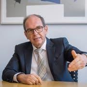 Regierungsrat Bruno Damann: «Solange die beiden Bahnen kein Zeichen setzen, dass sie zusammenarbeiten wollen, wird die Regierung hart bleiben.» (Bild: Urs Bucher)