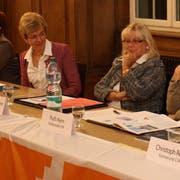 Die Podiumsteilnehmer: Barbara Dätwyler (SP), Verena Herzog (SVP), Elisabeth Herzog Engelmann (CVP), Ruth Kern (FDP) und Christoph Regli (CVP). (Bild: PD)