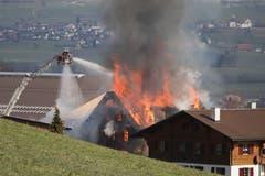 Das Haus steht in Flammen. (Leserbild: Xaver Husmann)