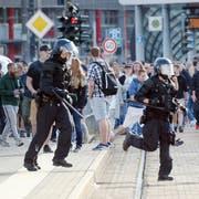 Die Polizei in Chemnitz macht sich auf erneute Proteste gefasst. (Andreas Seidel/dpa via AP)