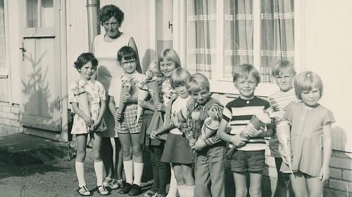 Abschied vom Kindergarten im Jahr 1976: Ihre Kindergartenlehrerin hat Bettina Badenhorst (ganz links) in sehr guter Erinnerung. (Bild: Zur Verfügung gestellt)