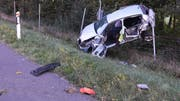 Ein 49-jähriger Autofahrer wurde aus seinem Auto geschleudert und schwer verletzt.