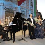 Auf der Rathausbühne: Pianist Daniel Moos sowie Ettore Kim (Bass), WenMeng Gu (Sopran) und Ramtin Ghazavi (Tenor). (Bild: Vroni Krucker)