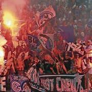 Pyros und Ausschreitungen: Für das morgige Heimspiel will der FC Wil solche wüsten Szenen verhindern. (Bild: Urs Jaudas)