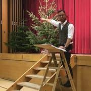 Der Schauspieler Philipp Langenegger unterhielt das Publikum am Unternehmer-Apéro während rund einer Stunde. (Bild: Urs Nobel)