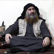 Abu Bakr al-Baghdadi – Anführer des Islamischen Staats – hat sich in die Luft gesprengt. (Bild: Al Furqan media/AP)