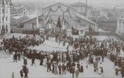 Das Festzelt auf einer Ansichtskarte von 1907 (Bild: PD)