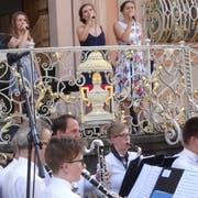 Stadtmusik und Musikschule Bischofszell unterhalten das Publikum an der Rosen- und Kulturwoche. (Bilder: Erwin Schönenberger)