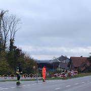 Die Situation kurz vor 8 Uhr: Die Feuerwehr hat den Brand unter Kontrolle. (Bild: Stephanie Martina)