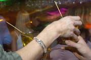 Wenn die Stimmung kippt: In der Nacht von Samstag auf Sonntag musste die St.Galler Stadtpolizei viermal intervenieren, weil Partygänger alkoholisiert über die Stränge schlugen. (Bild: PD)