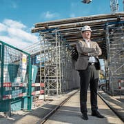 Roland Dubach, Leiter der Bausparte von Anliker, auf einer Baustelle in Emmenbrücke. (Bild: Dominik Wunderli, 5. November 2018)